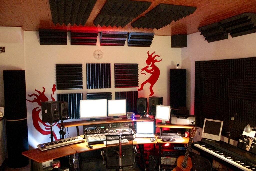 Trattamento acustico studio di registrazione tappeti sonori - Mobili studio registrazione ...