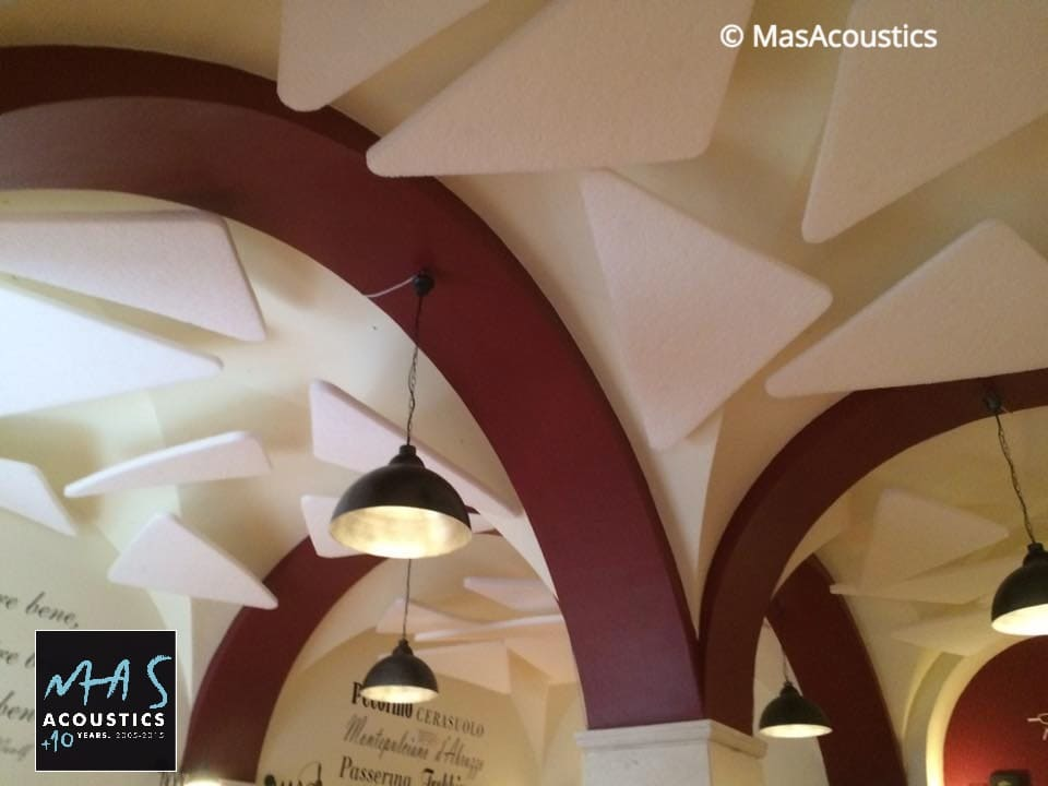 Trattamento Acustico ristorante rumoroso con soffitto a volta