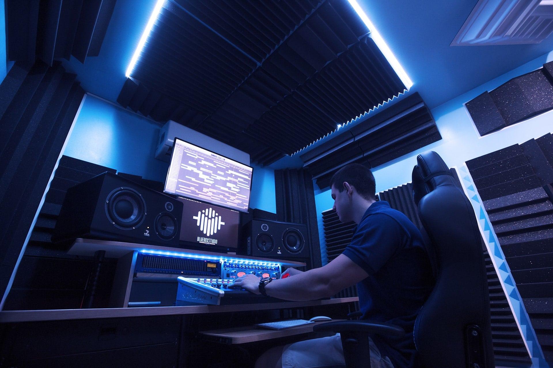 Trattamento acustico studio di registrazione bluebox studio - Mobili studio registrazione ...