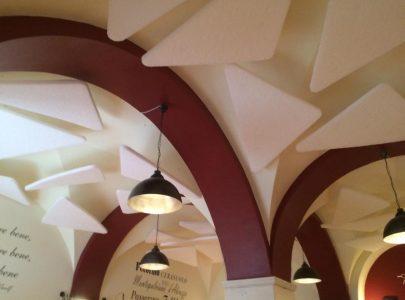 Trattamento acustico ristorante con soffitto a volta – Aquila