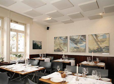 Correzione acustica di un ristorante o luogo pubblico.
