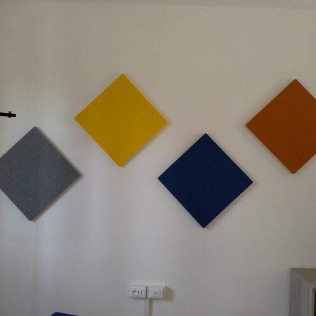 Pannelli fonoassorbenti Autex Apa Installati in un aula scolastica.