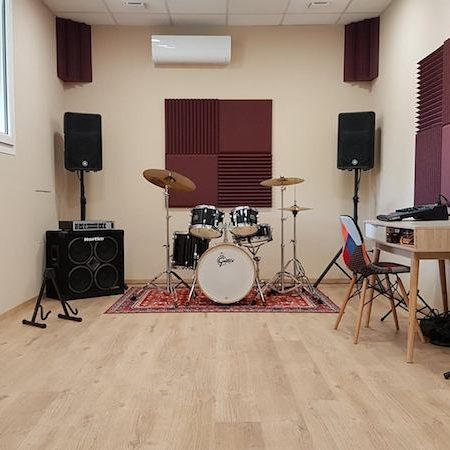 Trattamento acustico sala prove con pannelli fonoassorbenti Studiofoam