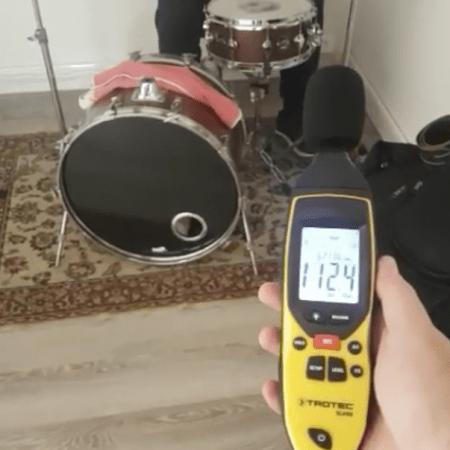Prova isolamento acustico sala prove con fonometro