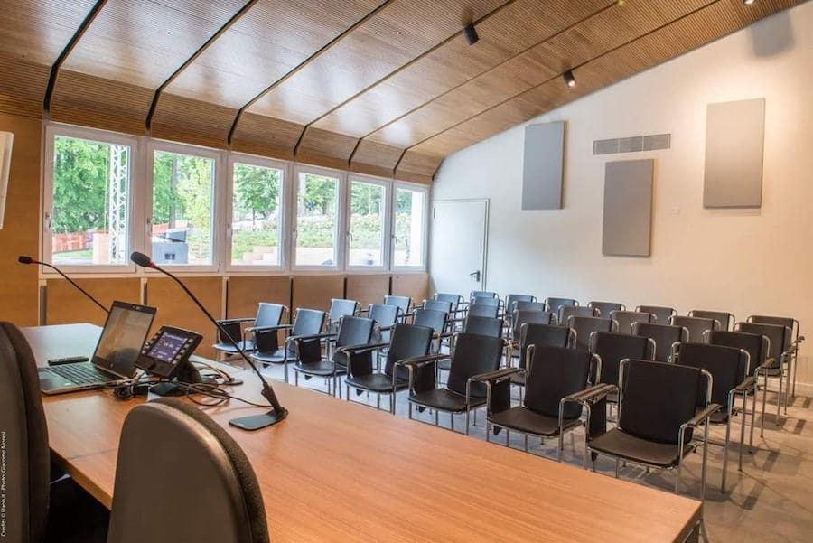 trattamento acustico aula scolastica