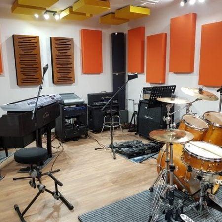 Trattamento acustico sala prove con pannelli fonoassorbenti SMART