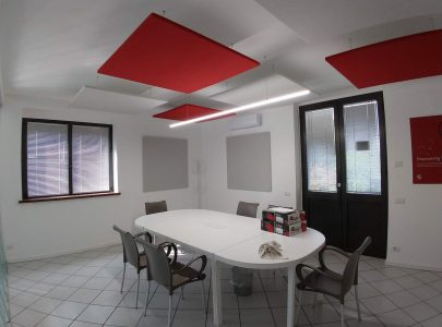 Pannelli fonoassorbenti per sala riunioni e conferenze.